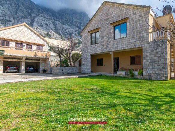 House for sale in the Kotor area