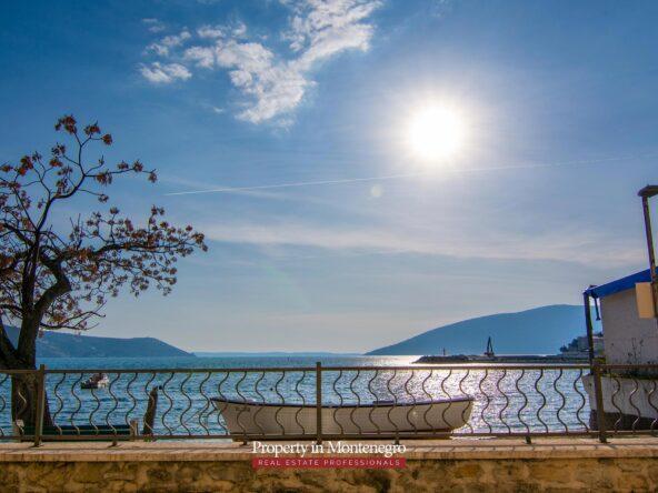 First line apartment for sale in Herceg Novi