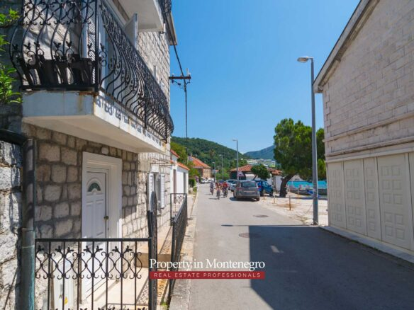 Stone house for sale in Herceg Novi