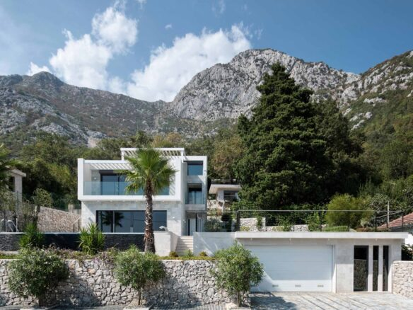 Luxury villa with swimming pool for sale in Bay of Kotor