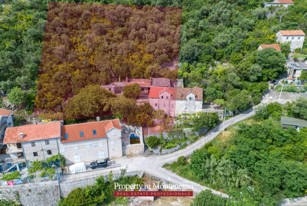 Stone house for sale in Kotor Bay