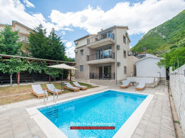 House with swimming pool for sale in Bay of Kotor