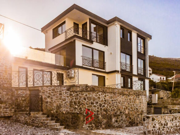 First line villa with swimming pool in Tivat