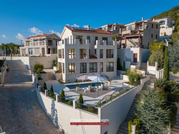 House with swimming pool for sale in Budva Riviera