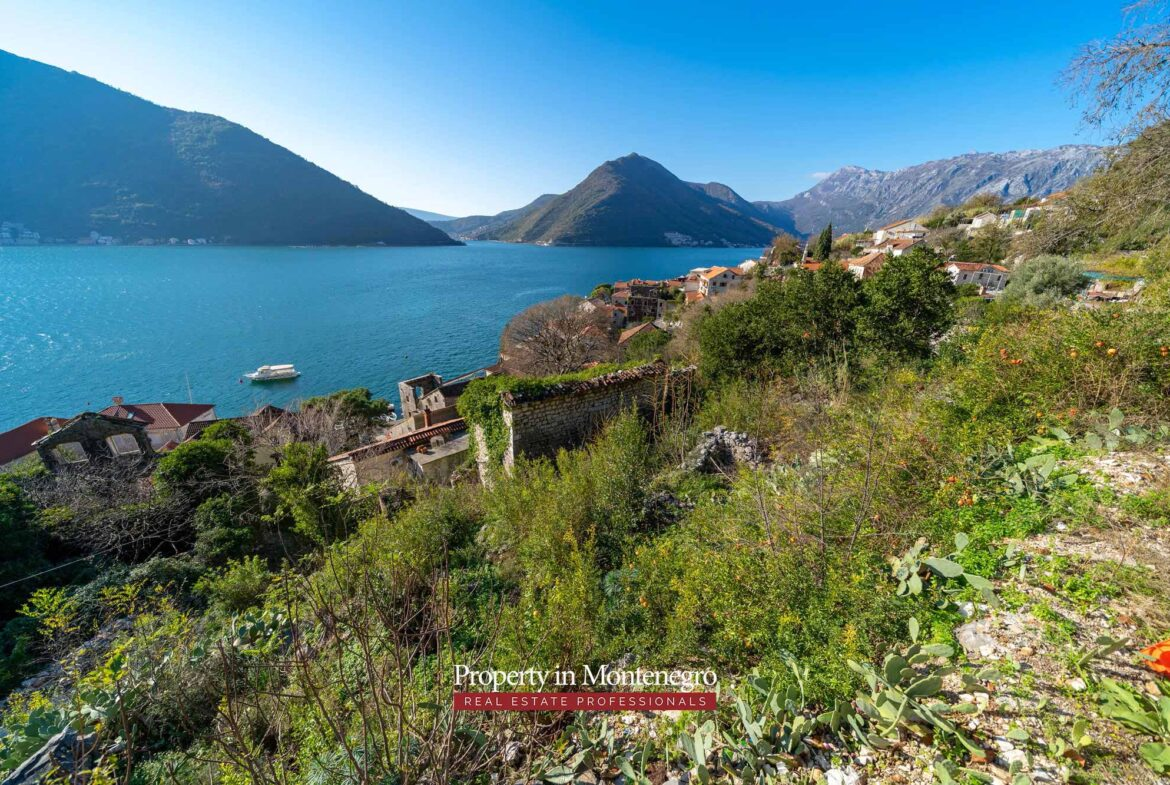 Land for sale in Perast
