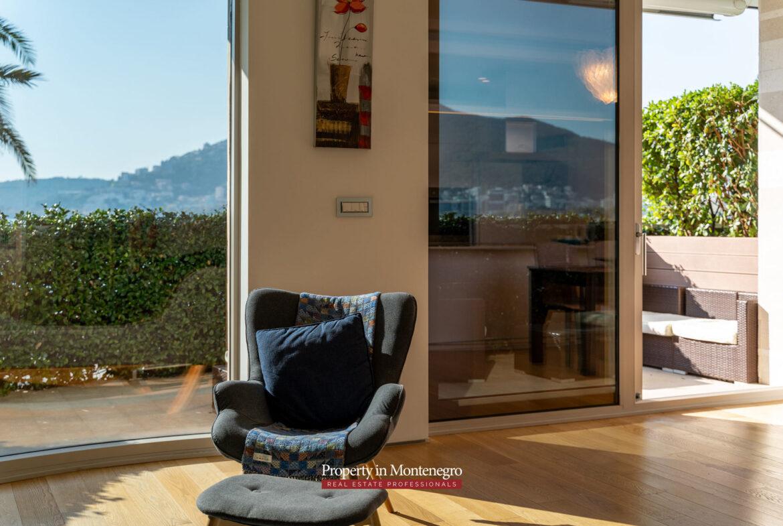 Luxury beachfront apartment for sale in Budva Riviera