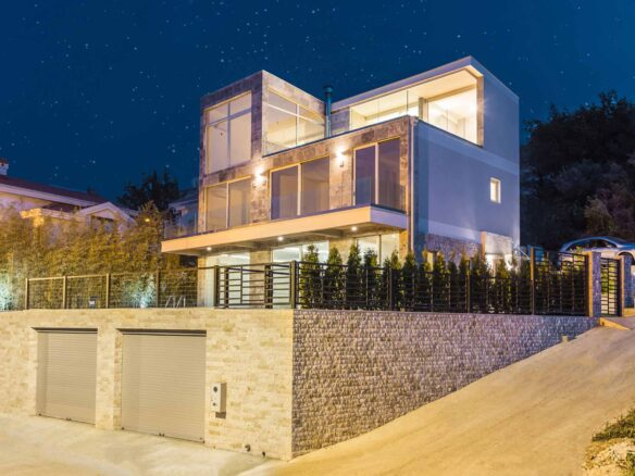 First line luxury villa for sale in Tivat Bay