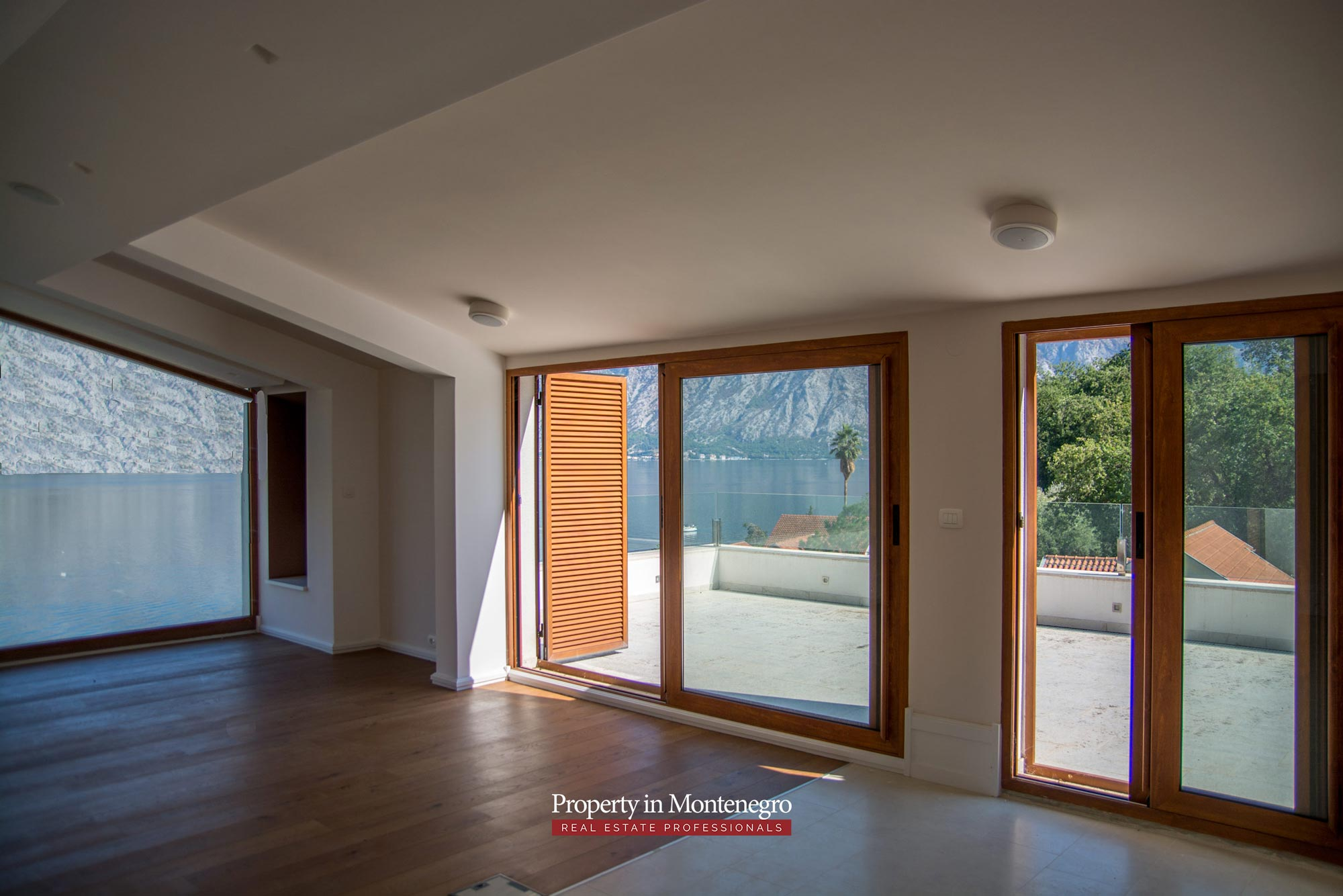 Luxury house for sale in Bay of Kotor