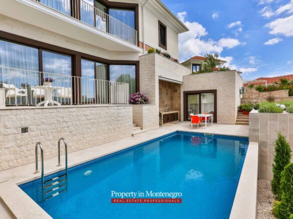 Luxury villa with swimming pool for sale in Tivat