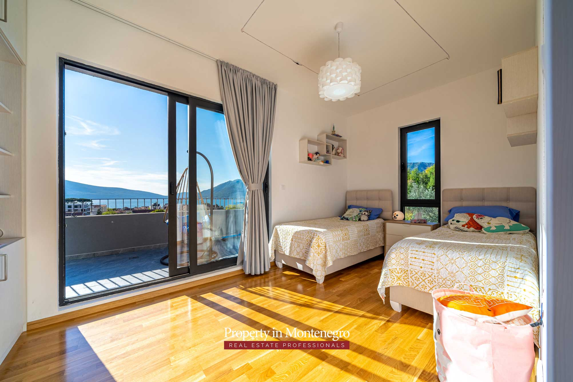 Penthouse with seaview for sale in Tivat