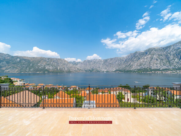 Apartment with swimming pool for sale in Prcanj