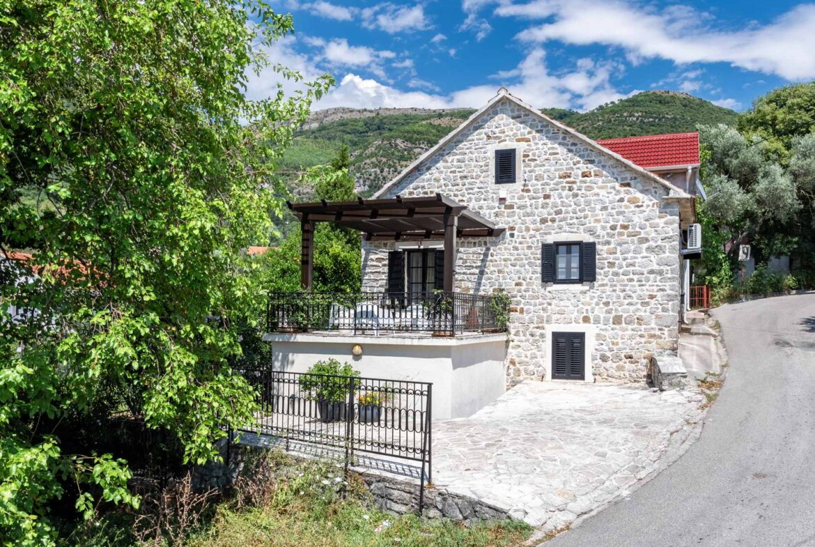Renovated stone house for sale in Tivat