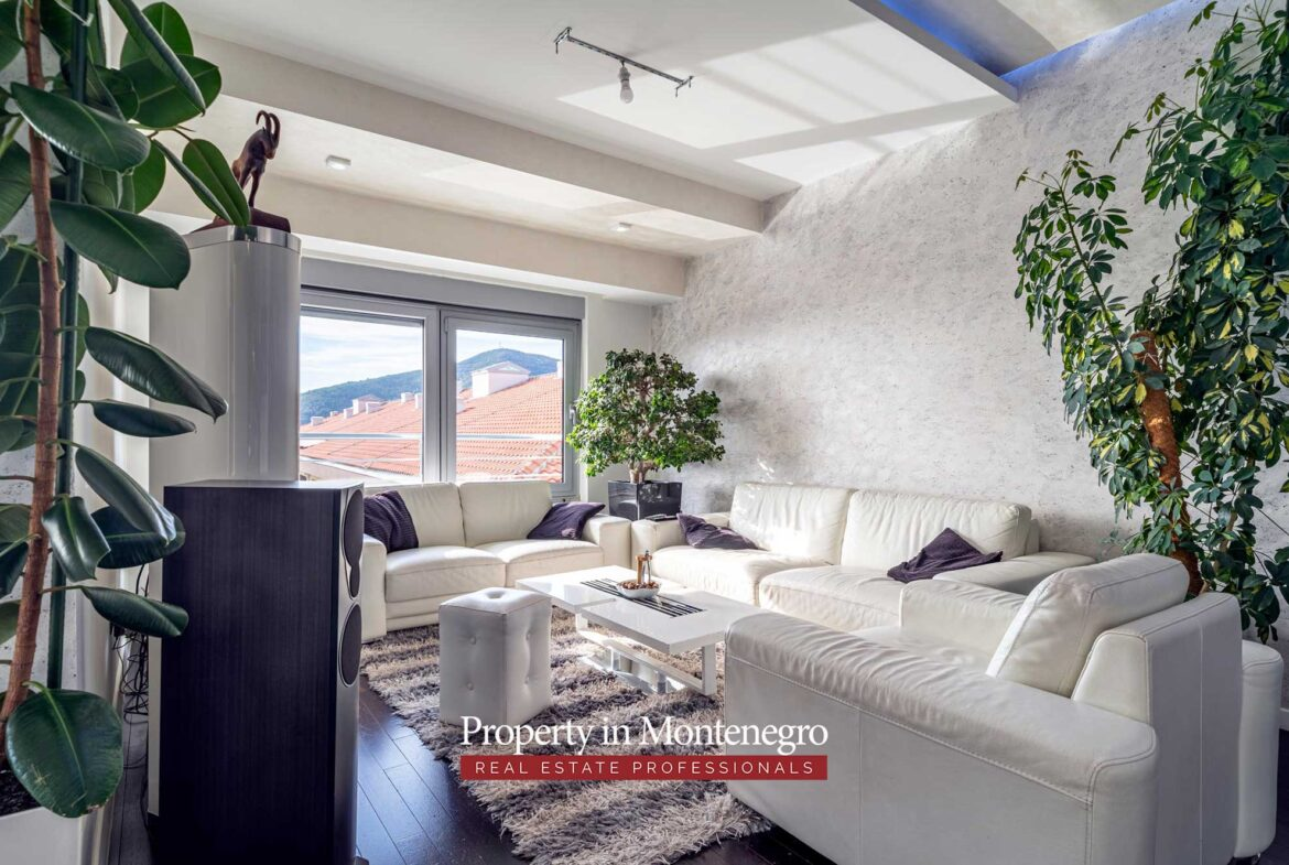 Penthouse with seaview for sale in Budva