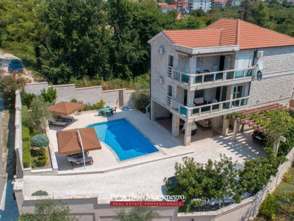 Villa with swimming pool for sale in Tivat