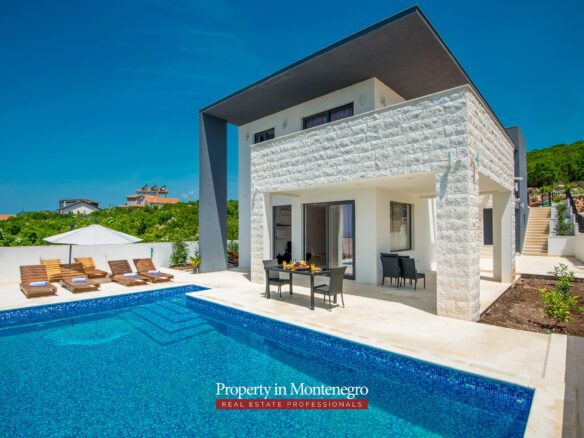 House wiht swimming pool for sale in Budva