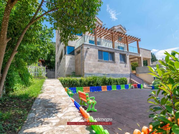House with seaview for sale in Tivat Bay