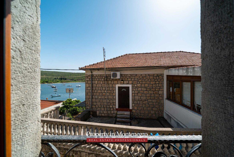 Stone house for sale in Bigovo