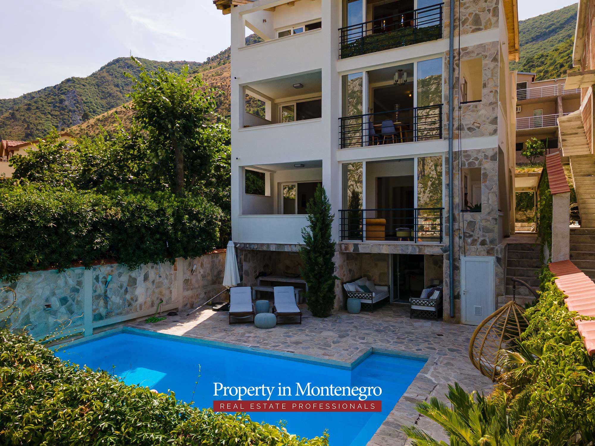 House with swimming pool for sale in Kotor Bay