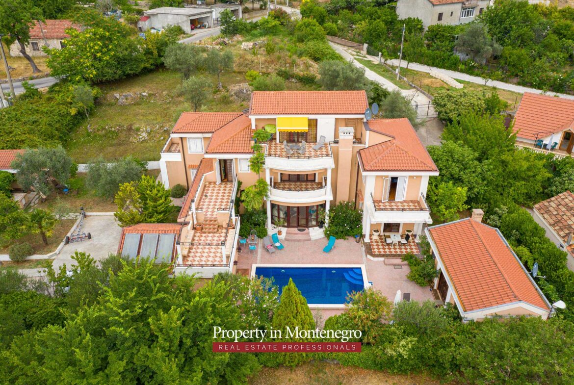 House for sale in Kotor area