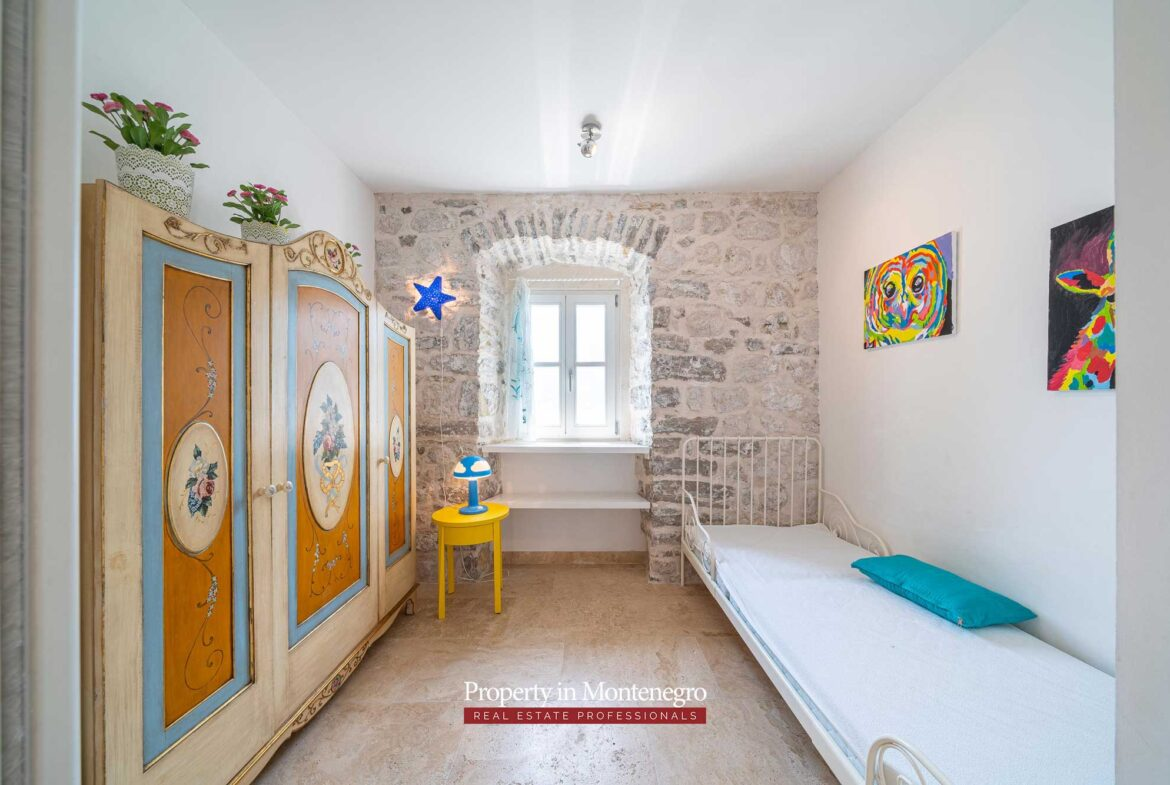 Waterfront stone house for sale in Perast